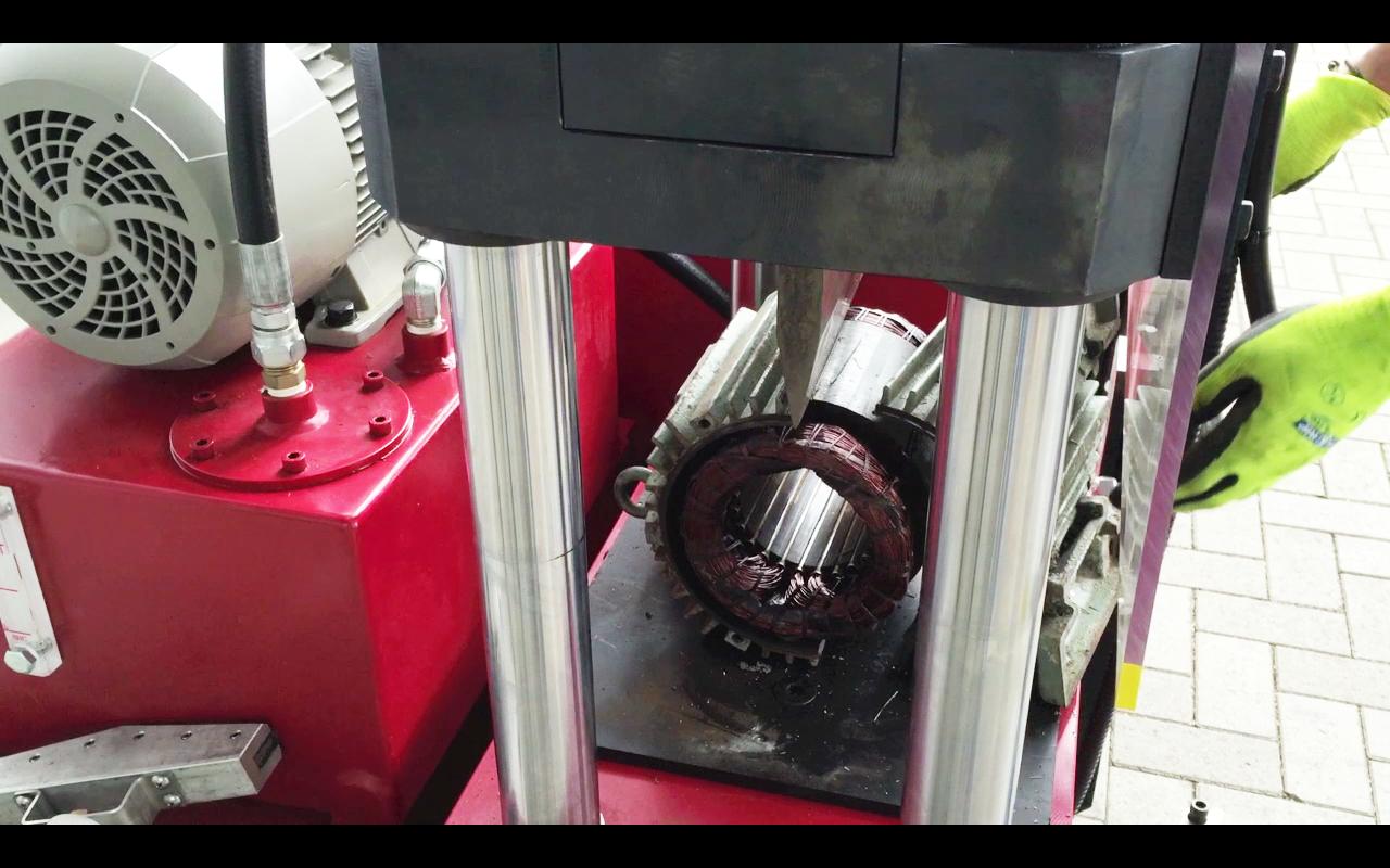 Kraken van elektromotoren bij Lubako Metaal Recycling
